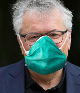 Das Foto zeigt Prof. Dr. Klaus Dörre mit Schutzmaske.